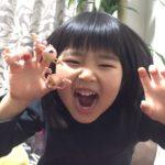 娘と指人形