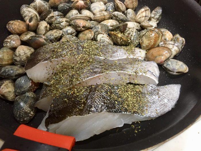白身魚とアサリのソテーからのアクアパッツァ