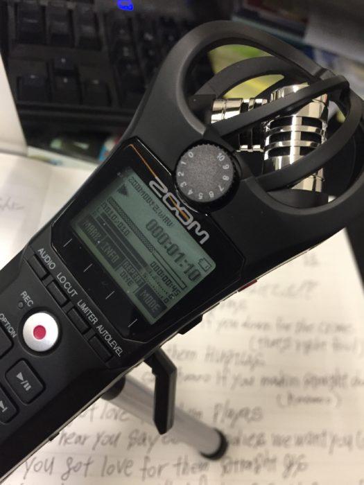 ZOOMのハンディレコーダーを使い録音する。