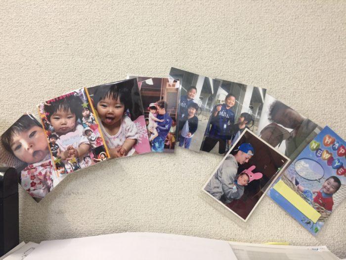 職場のデスクの目の前には子ども写真