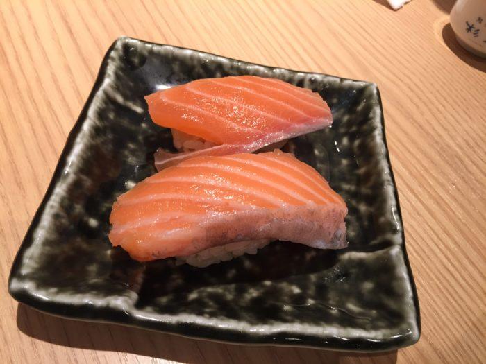飲めるサーモン寿司
