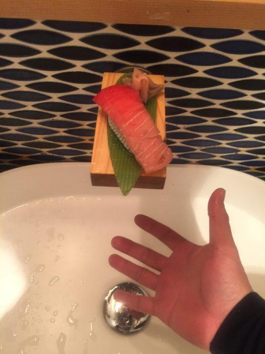 水道の蛇口がお寿司