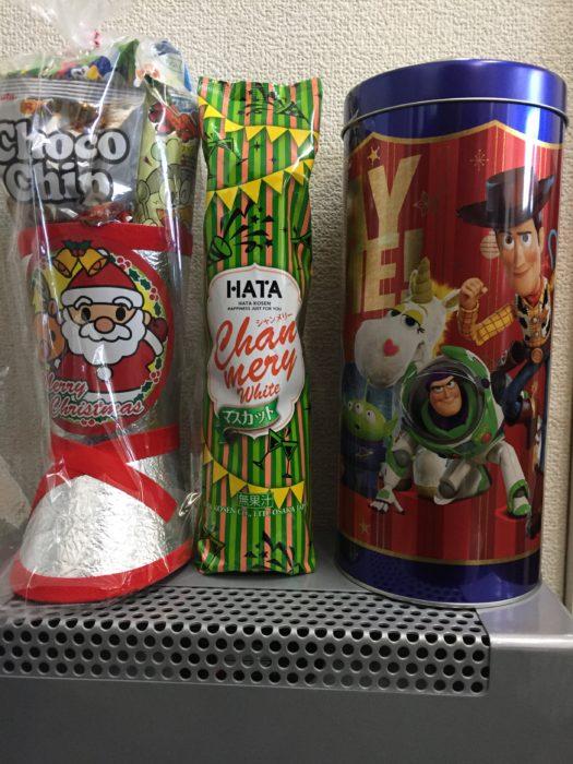 クリスマスブーツとシャンメリーと電池缶お菓子
