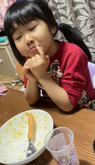 満足げな食後の娘。