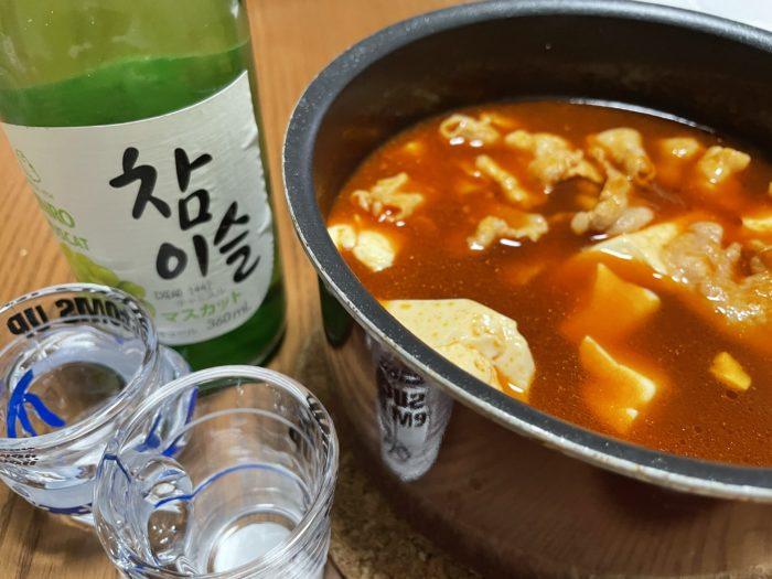 チャミスルとキムチ豚バラ豆腐鍋