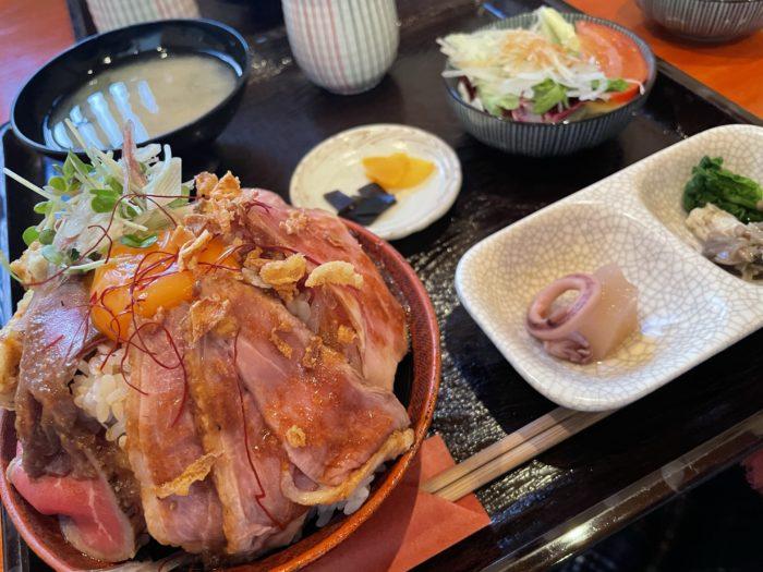花ちょうちんの肉ざんまい定食
