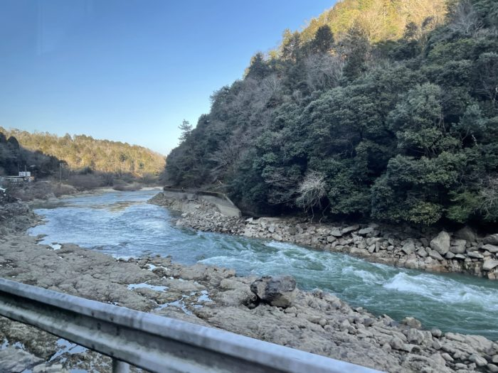 瀬田川も自然溢れる景観に変わっていく。