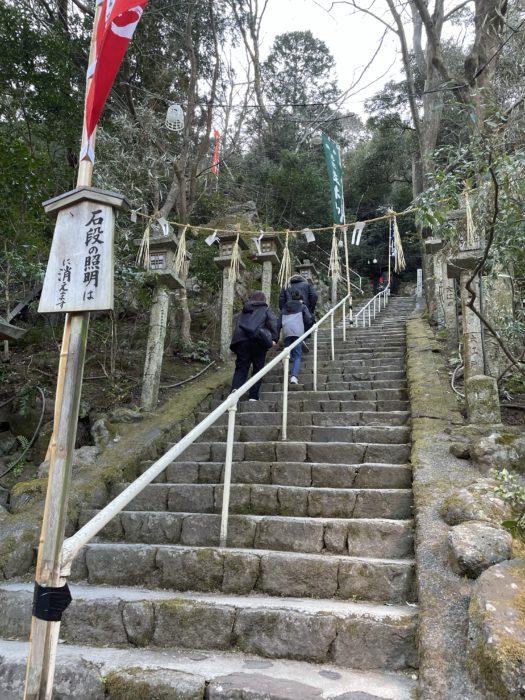 立木観音を目指す石段の始まり。