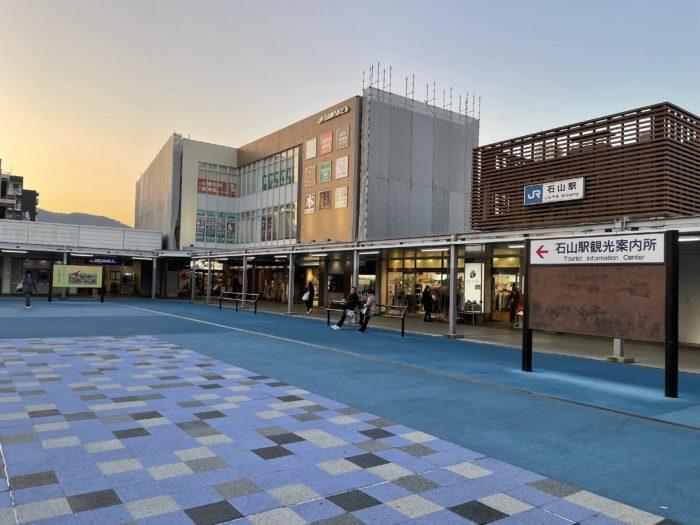 京阪とJRが隣接する石山駅