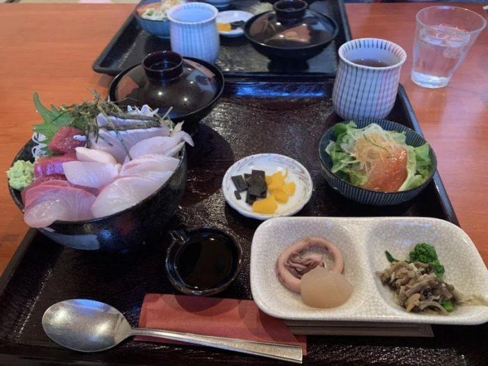 花ちょうちんの海鮮丼丼定食