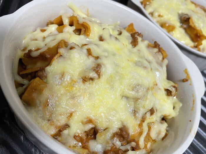 溶けたチーズのとろけ具合も上々にラザニエッテの焼き上げが完了。