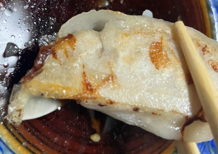 片面焼きでもちもちカリカリの美味しい餃子。