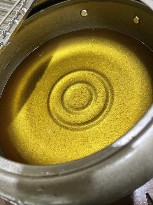 綺麗に揚げカスを取り除いた天ぷら鍋