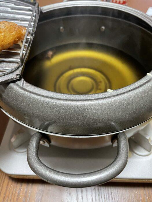 天ぷらは油の温度が下がらないように注意する。