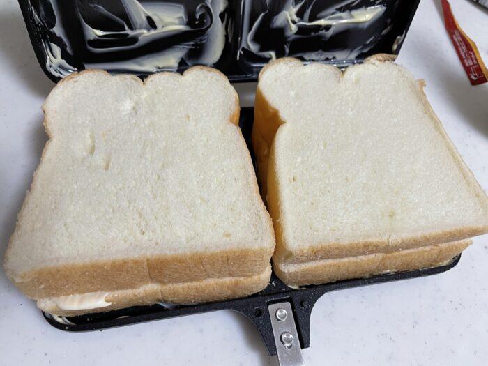 パンで挟むだけでランチパックみたいに綺麗に仕上がります。