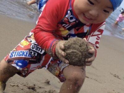 楽しそうに泥団子を作る彼も今はもう11歳だ。